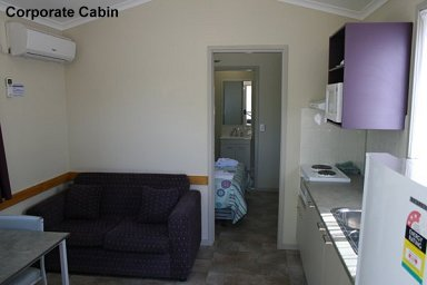 Fossickers Rest Tourist Park Deluxe Cabins - Corporate Cabin - Inside