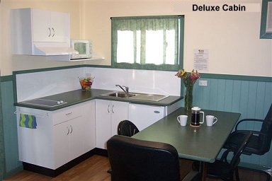 Fossickers Rest Tourist Park Deluxe Cabins - Kitchen